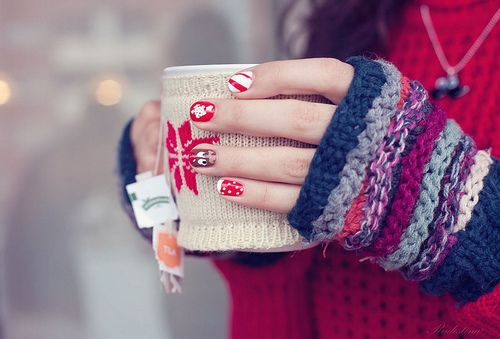 winter-manicure-with-a-pattern-sweater-10